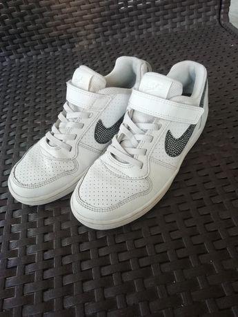 Buty sportowe Nike rozmiar 33