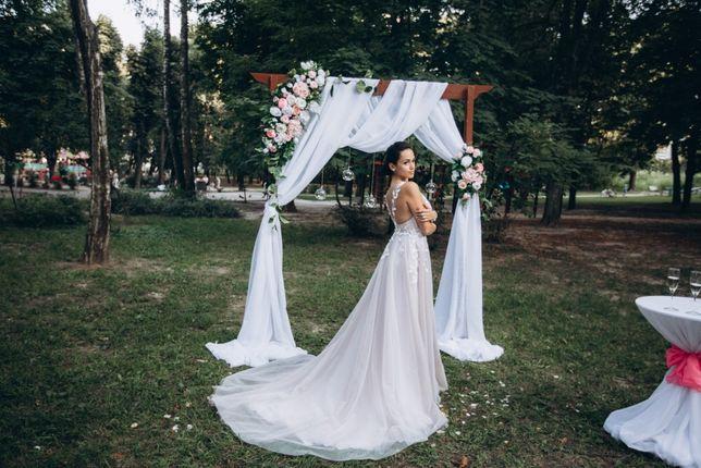 Свадебное платье s, m( нежное с открытой спиной )