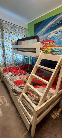 Łóżko dwupiętrowe .