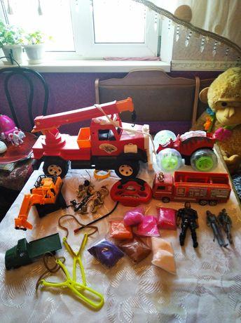 Продам игрушки  для мальчиков  300 р для девочек 500 р