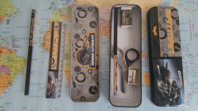 Estojo/ porta lápis com 2 lápis, régua, borracha e afia