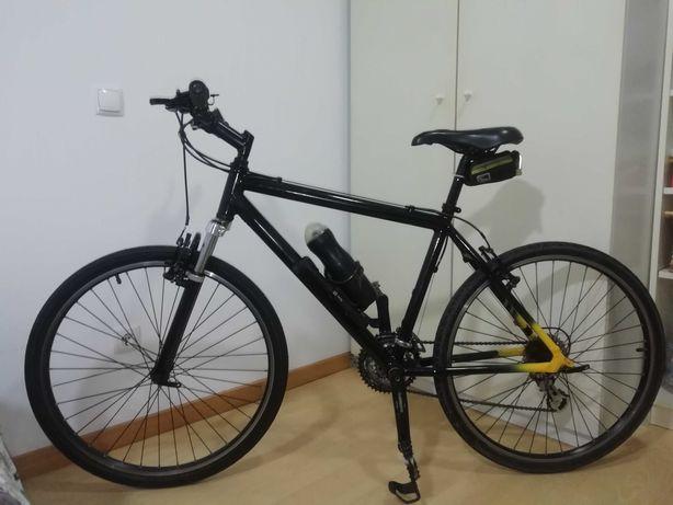 Bicicleta BTT roda 26 com supsençoes em muito bom estado