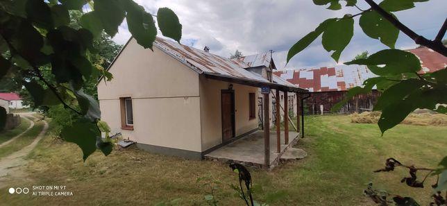Dom z działką nad Bugiem odpoczynek relaks spokój widoki budynki Bug