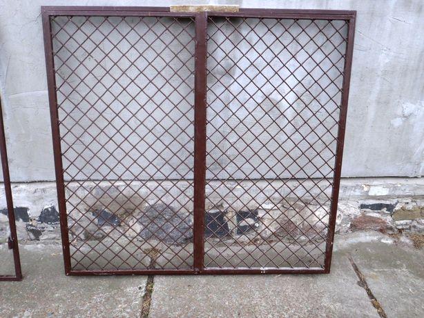 решетки металлические распашные два комплекта