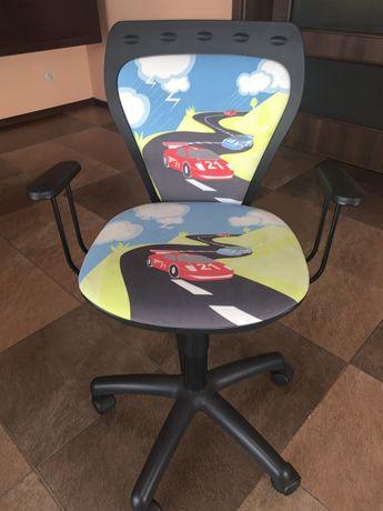 Krzesełko do biurka dziecięce