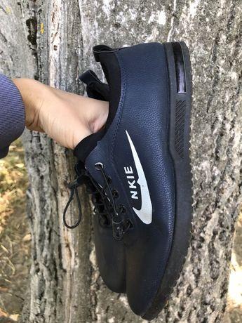 Туфлі-кросівки чоловічі 40 рр