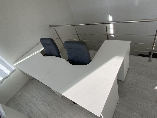 Продам стол офисный  (в наличии 2 шт)