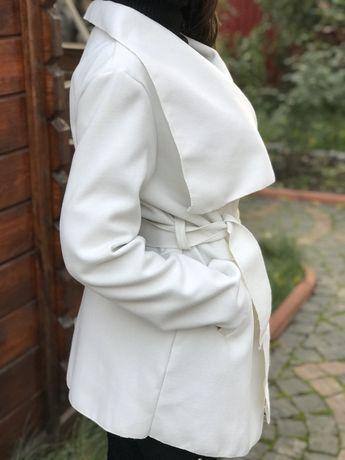 Пальто, накидка, кардіган білого, молочного кольору