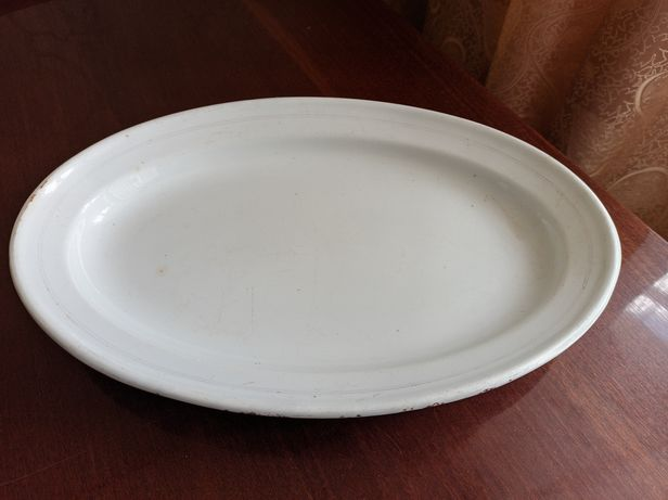 Большое белое  и малое блюдо М.С.Кузнецов