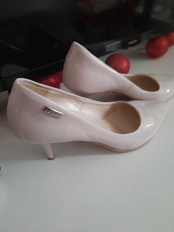 Buty na obcasie damskie