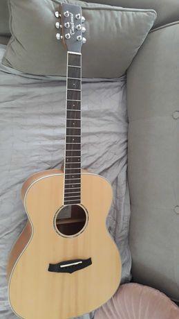 Gitara akustyczna Tanglewood z twardym casem