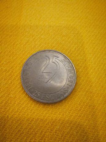 Moeda portuguesa 25 escudos.