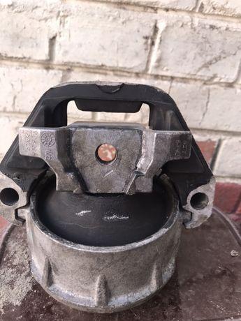 Правая опора двигателя (подушка двигателя) audi a6 4g0199381mk