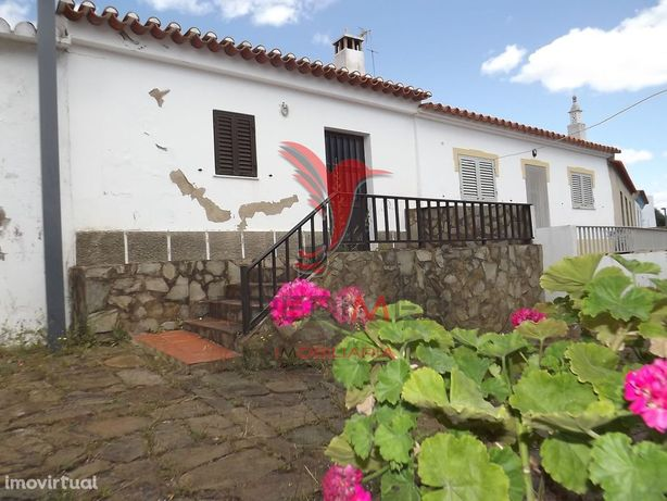 Casa antiga na Foz de Odeleite