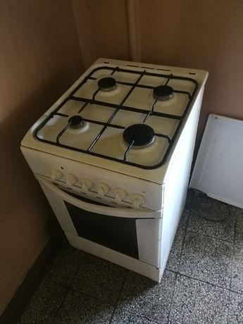 Kuchenka gazowa, piekarnik elektryczny Indesit, dobry stan