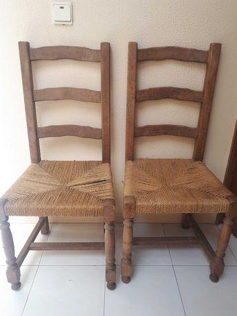 Cadeiras de madeira e sisal para restaurar conjunto