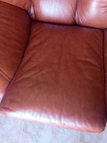 Conjunto sofá e poltronas em pele genuína