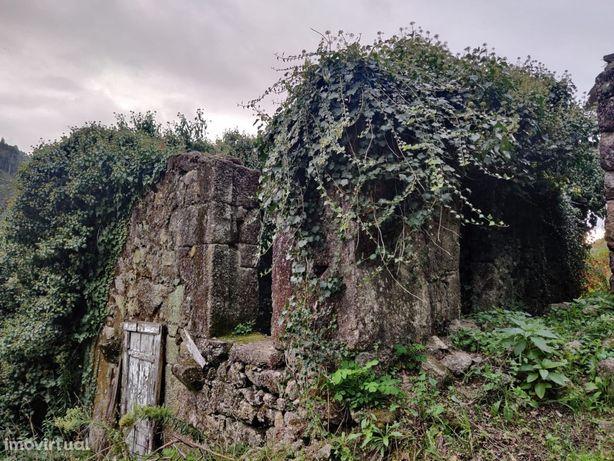 Casa para reconstrução em Terras de Bouro