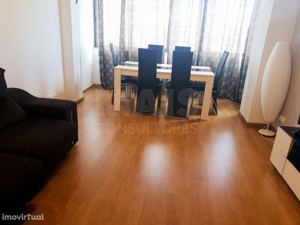 Apartamento T2 em Queluz De Baixo com um Lugar Estacionamento