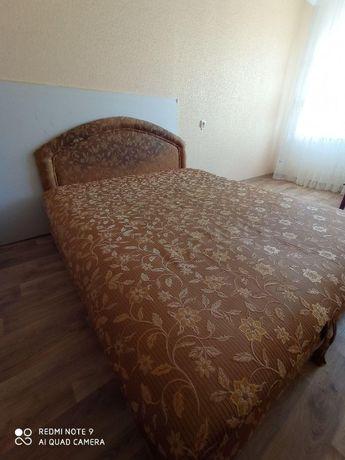 Продам двухспальную кровать с подъемным механизмом!