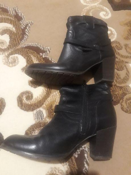Продам ботинки женские осенние