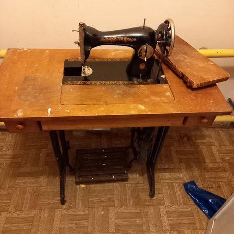 Продам швейную машинку б/у под восстановление или на запчасти
