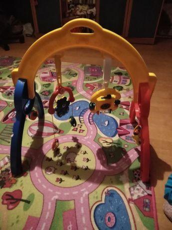 Stojak z zabawkami dla dziecka