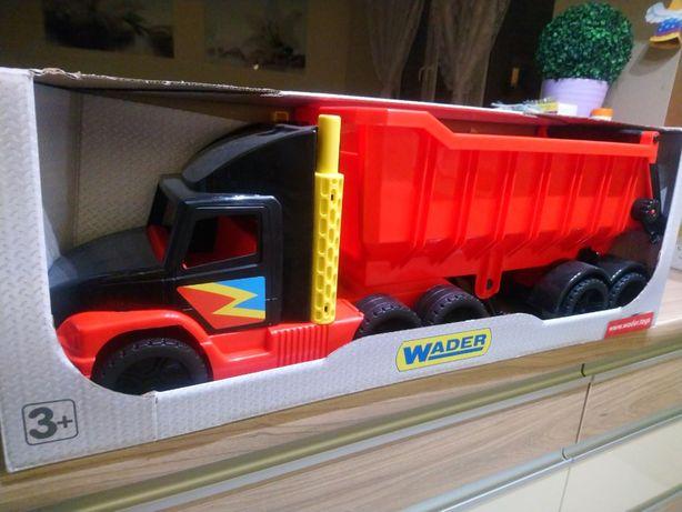 Ciężarówka z naczepą Wader