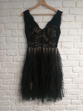 Czarna sukienka z tiulowymi falbanami, koronkowa góra r S/M