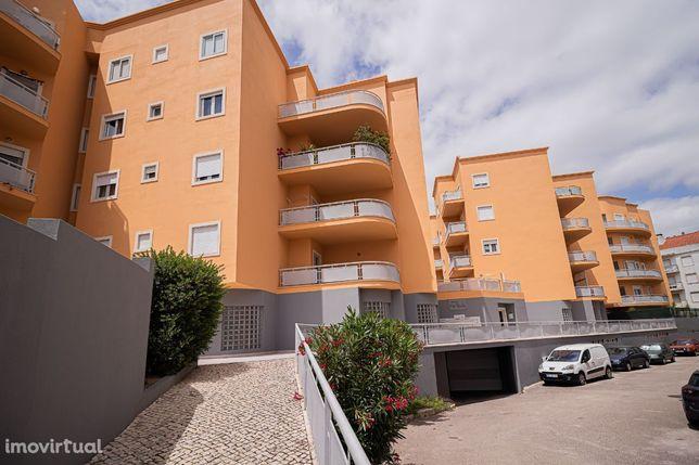 Apartamento T4 no Carregado /Alenquer com BOX para viaturas
