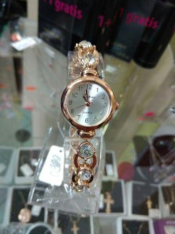 женские часы нержавеющая сталь, хорошего качества , не темнеют