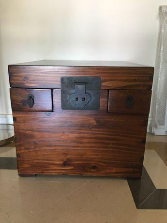 Mesa de apoio ou decoração em madeira