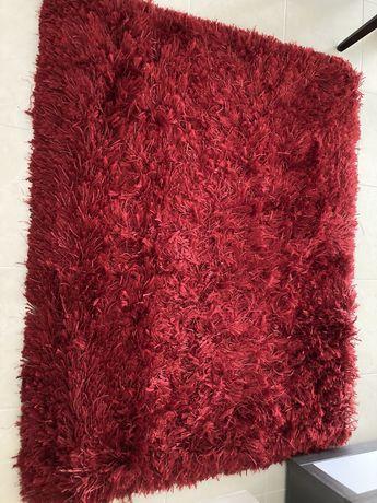 Carpete de pelo vermelha