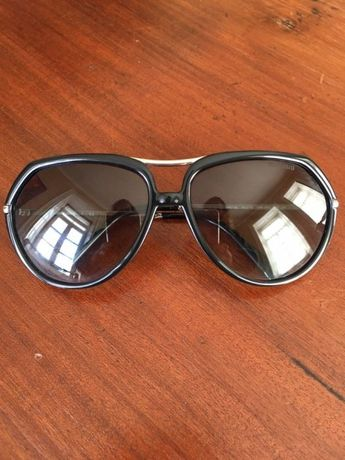 Óculos de sol pretos, Miu Miu originais (vendo DG e ray ban)