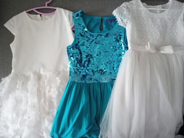 Sprzedam 8 sukienek w rozmiarze od 146 do 152