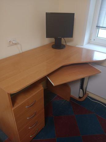 Продам стол угловой.