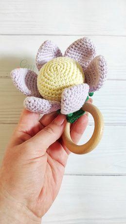 Вязаная погремушка - цветок