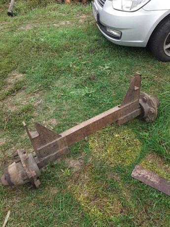Задняя ось со ступицами для трактора или прицепа, колесо