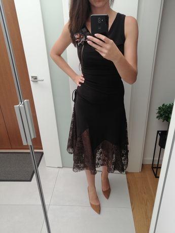 Sukienka z ozdobnym dołem