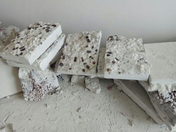 Строительные,цементные куски