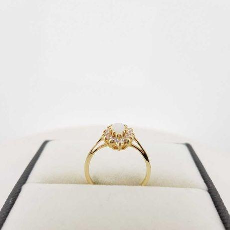 Złoty pierścionek z białą łezką i cyrkoniami, r.14