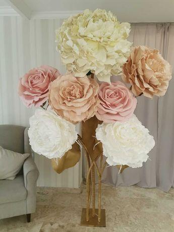 Декор на свадьбу, свадебный декор из больших цветов.