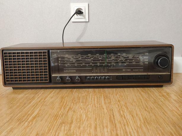 Radio Grundig RF 720 wyprodukowane w Portugalii