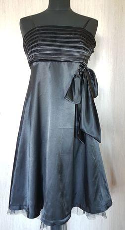 Satynowa czarna sukienka z bolerkiem