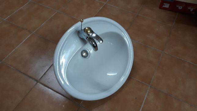 Lavatório WC mais torneira