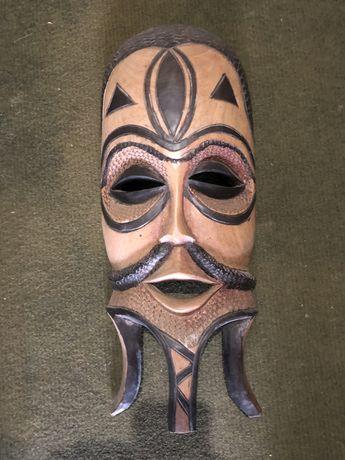 Mascara de madeira