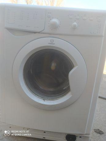 Стиральная машинка indesit