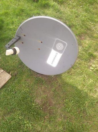 Antena satelitarna z uchwytem