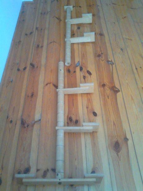 Kwietnik-stojak drewniany na kwiaty w bardzo dobrym stanie