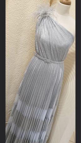 Suknia srebrna na ramie, piora